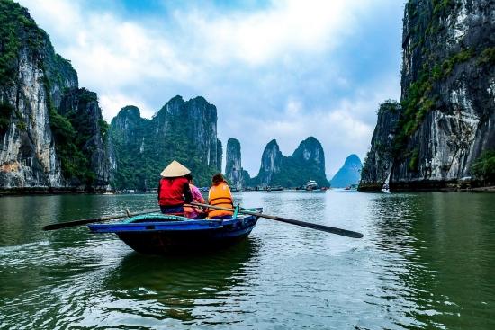 Vietnam_Ha_Long_Bay_View_3.jpg